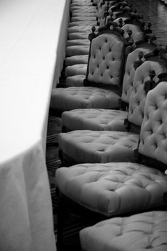 Royal Chairs, par uBookworm sur Flickr